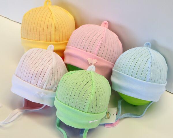 151-Müts laia soonikäärega ja paeltega